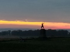 gettysburg monuments in twilight